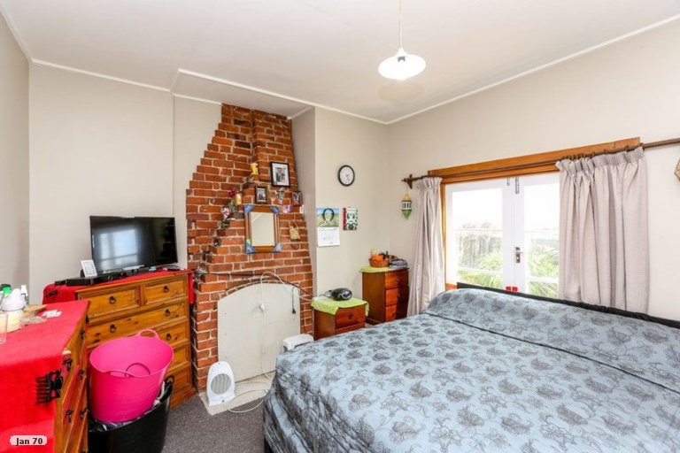 Photo of property in 6 Oriental Street, Welbourn, New Plymouth, 4312