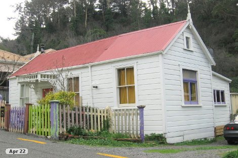 Photo of property in 5 Burke Street Hospital Hill Napier City