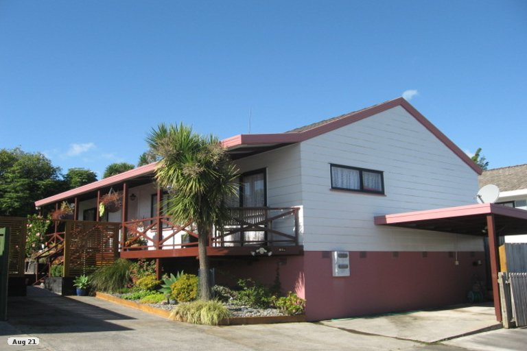 Property photo for 2/20 De Quincey Terrace, Highland Park, Auckland, 2010