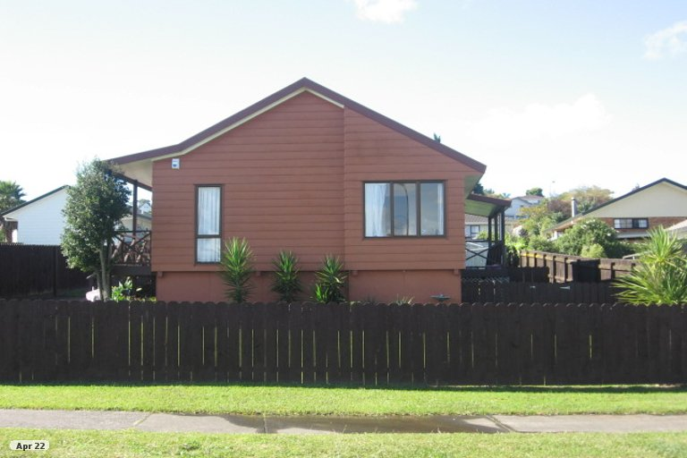 Property photo for 14 De Quincey Terrace, Highland Park, Auckland, 2010