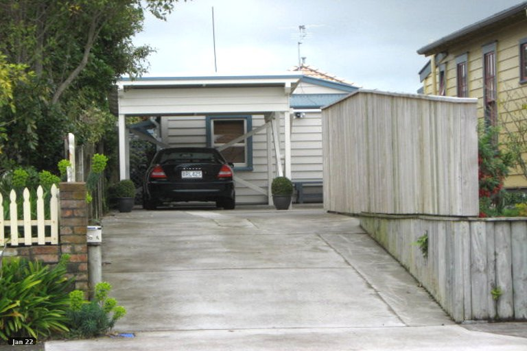 Photo of property in 18 Oriental Street, Welbourn, New Plymouth, 4312