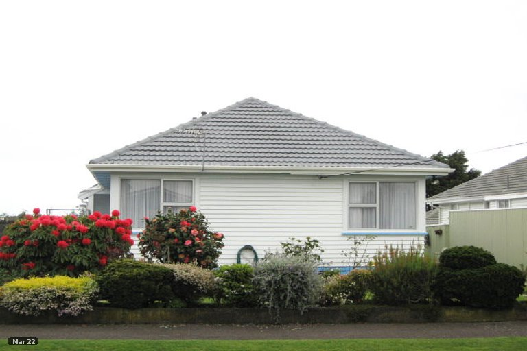 Photo of property in 19 Tainui Street, Welbourn, New Plymouth, 4312