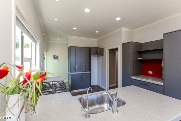 Photo of property in 27 List Street, Welbourn, New Plymouth, 4310