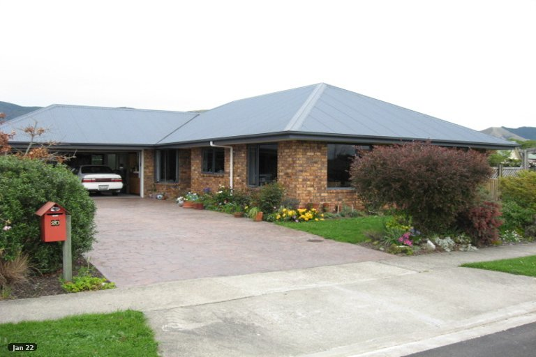 Photo of property in 20 Hoult Crescent, Monaco, Nelson, 7011