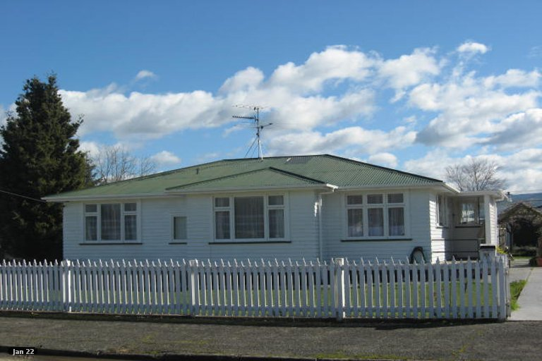 Photo of property in 21 Armstrong Avenue, Carterton, 5713