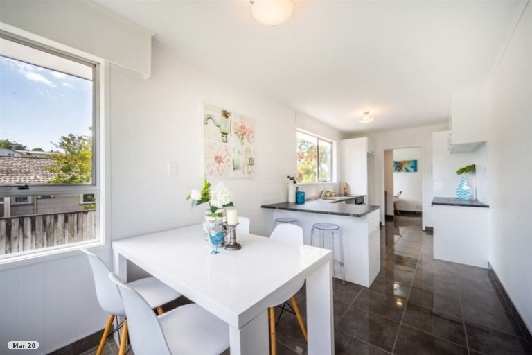 Photo of property in 9 Juniper Road, Sunnynook, Auckland, 0620
