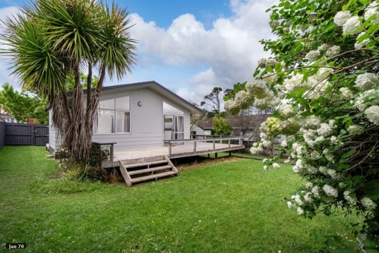 Property photo for 11 Sunward Rise, Glenfield, Auckland, 0629