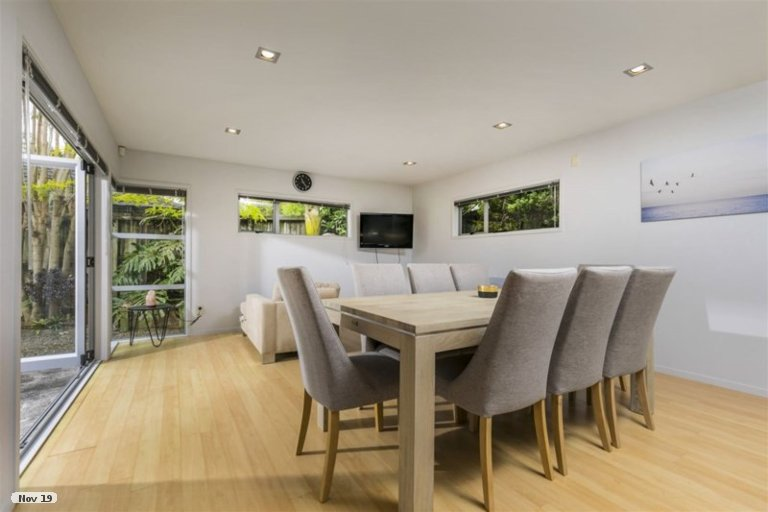 Photo of property in 8 Roy Maloney Drive, Henderson, Auckland, 0612