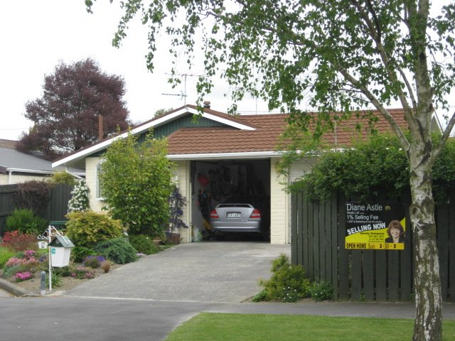 Property details for 9 Cintra Place, Casebrook, Christchurch