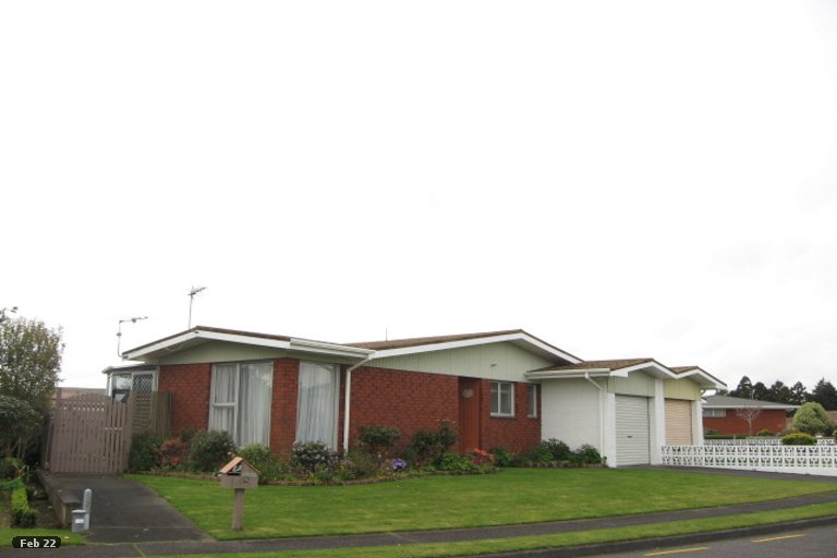 Photo of property in 5 Evelyn Place, Welbourn, New Plymouth, 4310