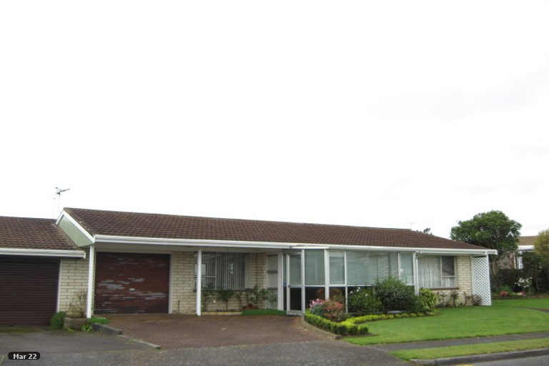 Photo of property in 1 Evelyn Place, Welbourn, New Plymouth, 4310
