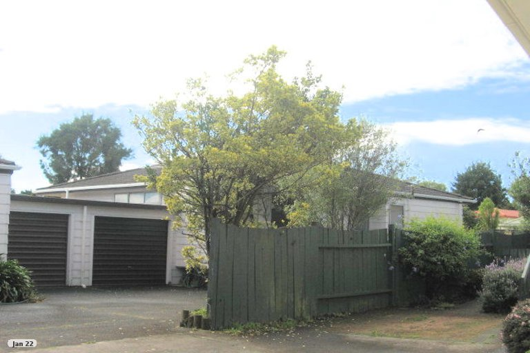 Property photo for 2/44 Aviemore Drive, Highland Park, Auckland, 2010