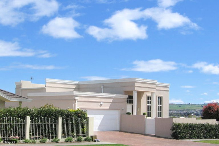 Photo of property in 2/1 Kurupae Road, Hilltop, Taupo, 3330