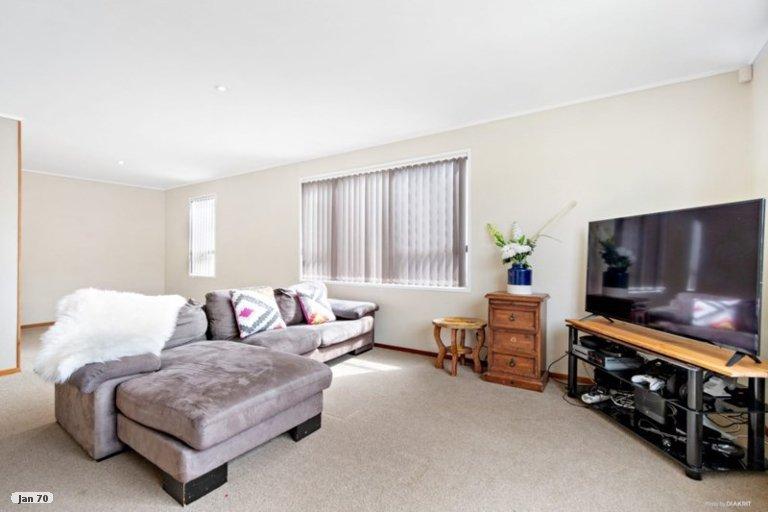 Property photo for 17 Highland Park Drive, Highland Park, Auckland, 2010