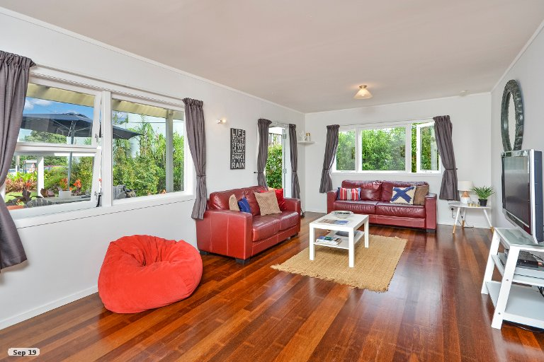 Photo of property in 16 Point Wells Road, Point Wells, 0986