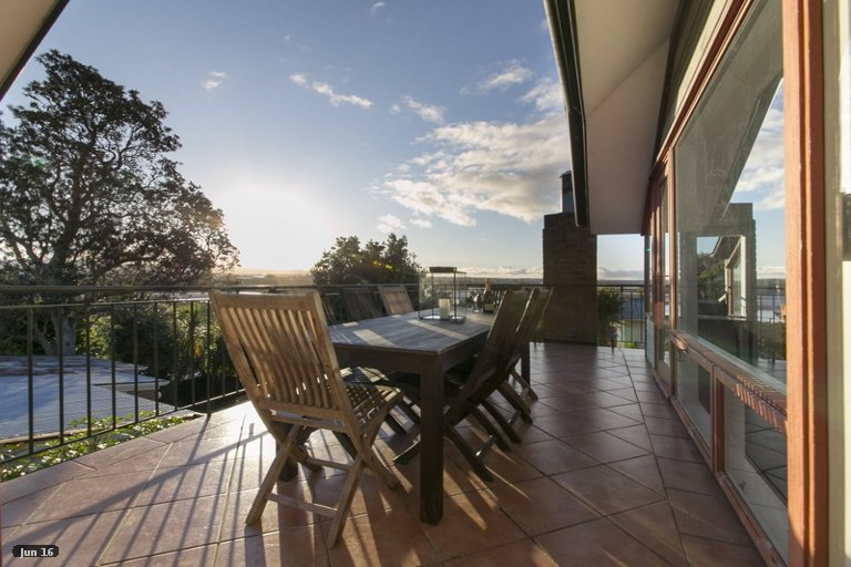 Photo of property in 2/37 Saxon Street, Waterview, Auckland, 1026