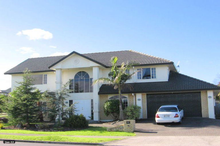 Photo of property in 8 Santa Ana Drive, Shamrock Park, Auckland, 2016
