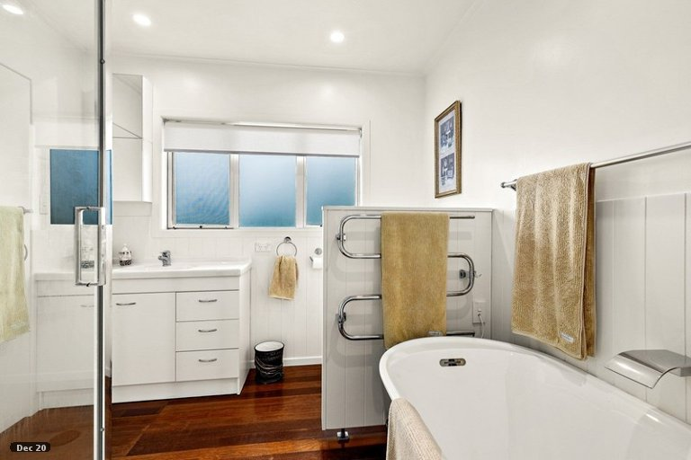Photo of property in 26 Point Wells Road, Point Wells, 0986
