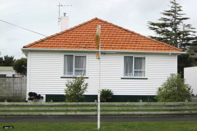 Photo of property in 11 List Street, Welbourn, New Plymouth, 4310