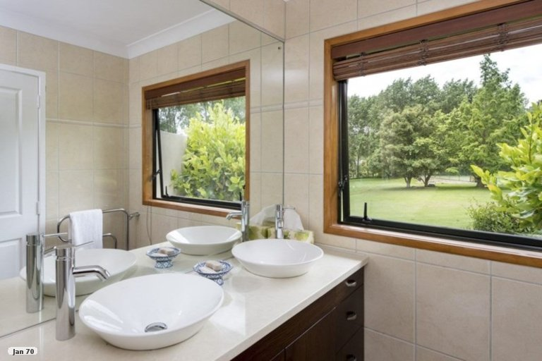 Photo of property in 44 Hardens Lane, Paremoremo, Auckland, 0632