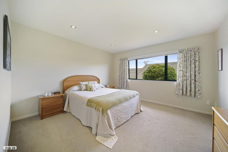 Photo of property in 21 Royalle Mews, Botany Downs, Auckland, 2010