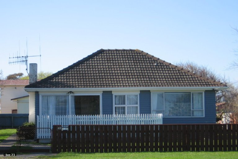 Photo of property in 42 Futter Street, Foxton, 4814