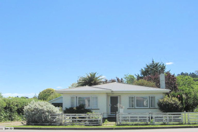 Photo of property in 100 De Lautour Road, Inner Kaiti, Gisborne, 4010