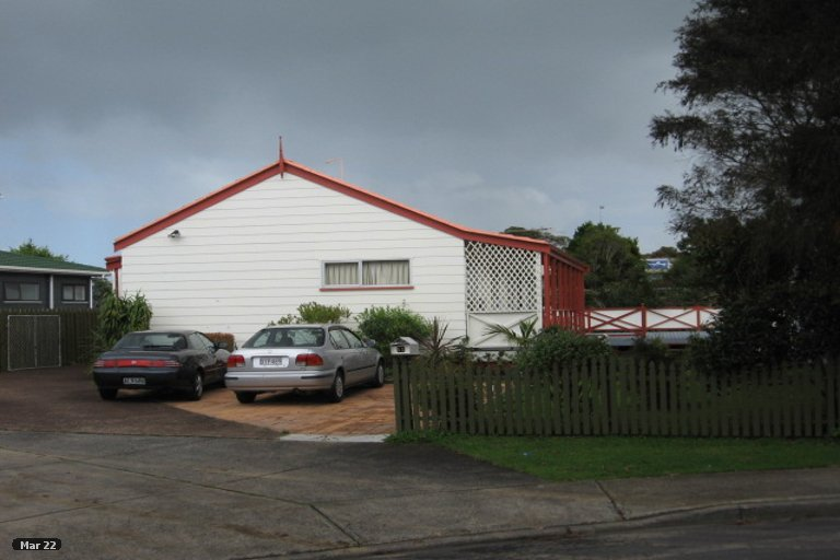 Property photo for 11 Tyndrum Place, Highland Park, Auckland, 2010