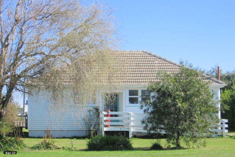 Photo of property in 17 Easton Street, Foxton, 4814