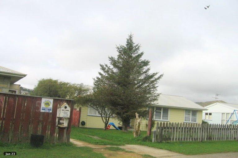 Photo of property in 7 Beauzami Crescent, Ascot Park, Porirua, 5024