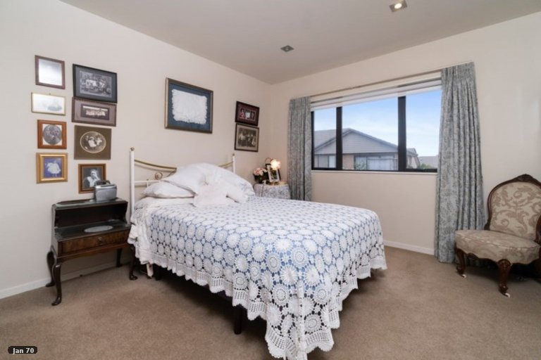 Property photo for 26 Royalle Mews, Botany Downs, Auckland, 2010
