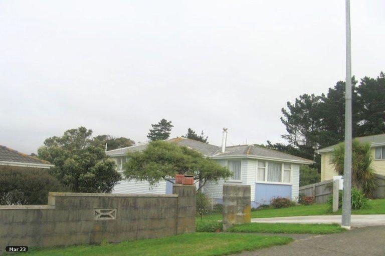 Photo of property in 25 Beauzami Crescent, Ascot Park, Porirua, 5024