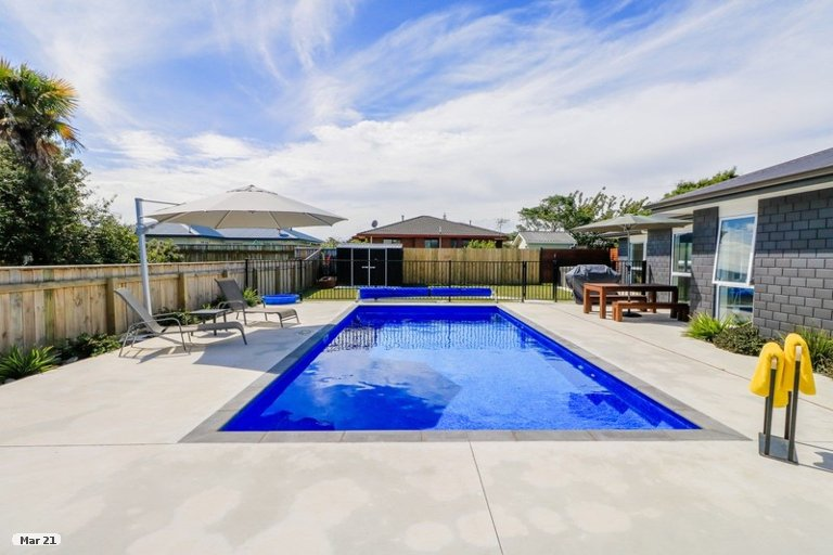 Photo of property in 16 Awahou Place, Foxton, 4814