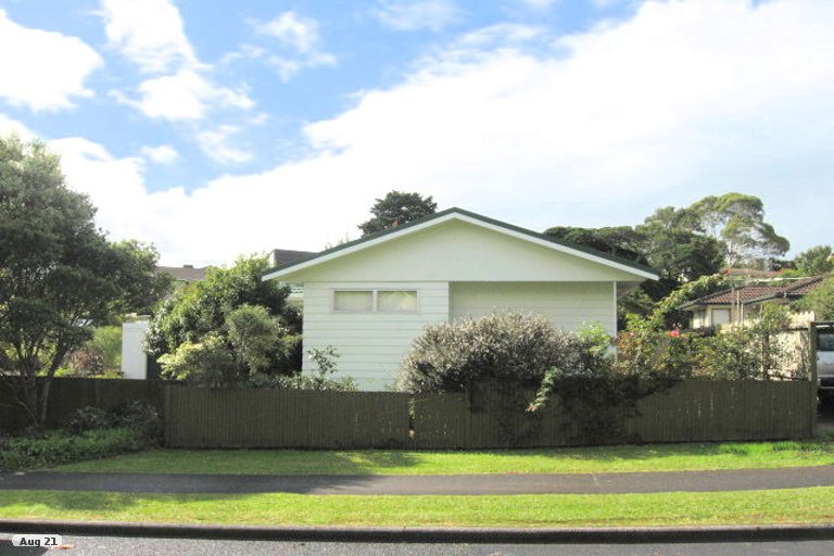 Property photo for 20 Cairngorm Place, Highland Park, Auckland, 2010
